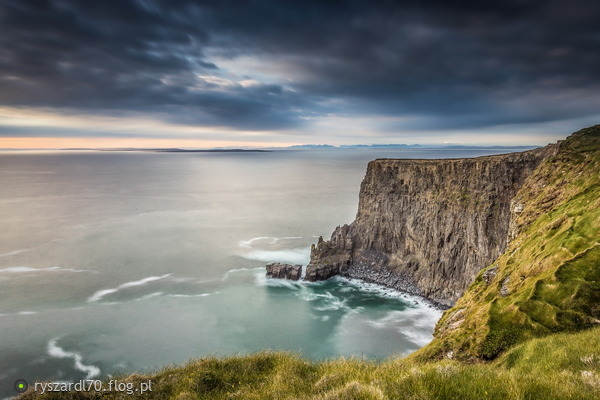 http://s10.flog.pl/media/foto_middle/8766346_cliffs-of-moher.jpg